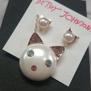 Betsey Johnson cat pearl face set Earrings